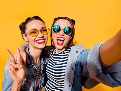 blog-featured-image-orthodontics-teen-selfie-esteem